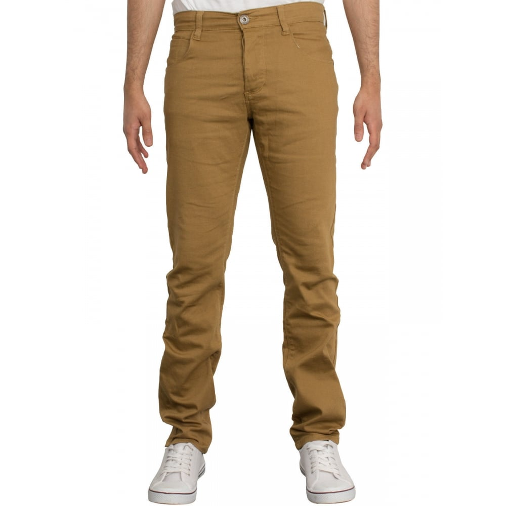Elegant men's chinos for your day to day, the office or formal occasions. Pick out skinny or slim fit pieces in classic black, beige or trendy colours.